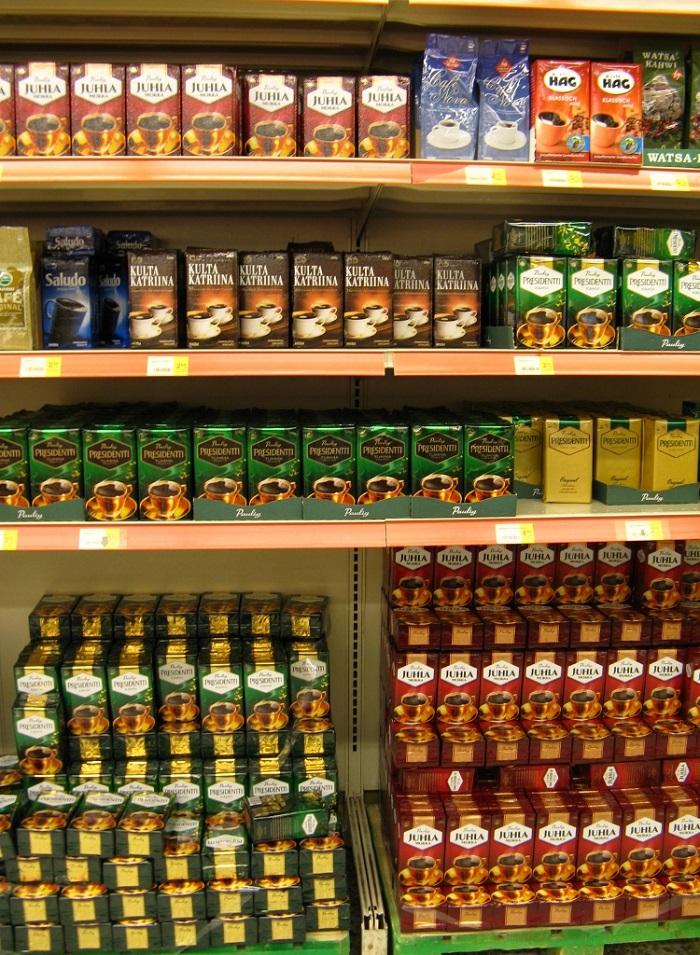 スーパーマーケットで広大な面積を占めるコーヒー売場