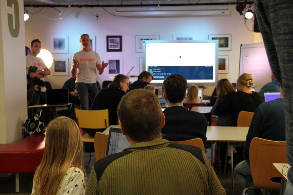 1月19日ヘルシンキの図書館で開催されたコーディコウルに、ニーニスト大統領が訪問すると知らされた参加者たち