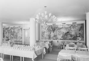ヘルシンキ市庁のレストランの壁に飾られていたフレスコ画。この2つの大作は、後にスウェーデン系フィンランド人向けの労働者学校に移設された © Helsingin kaupunginmuseo / Foto Roos