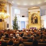 荘厳なカトリックの教会ように威圧感がない優しさがほっとする、シンプルな内装(画像提供:City of Helsinki Media Bank)