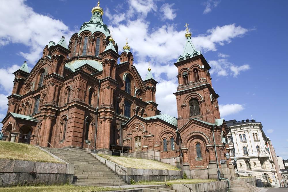 黄金のたまねぎ状の装飾を施した屋根がロシア的なウスペンスキー寺院(画像提供:City of Helsinki Media Bank)