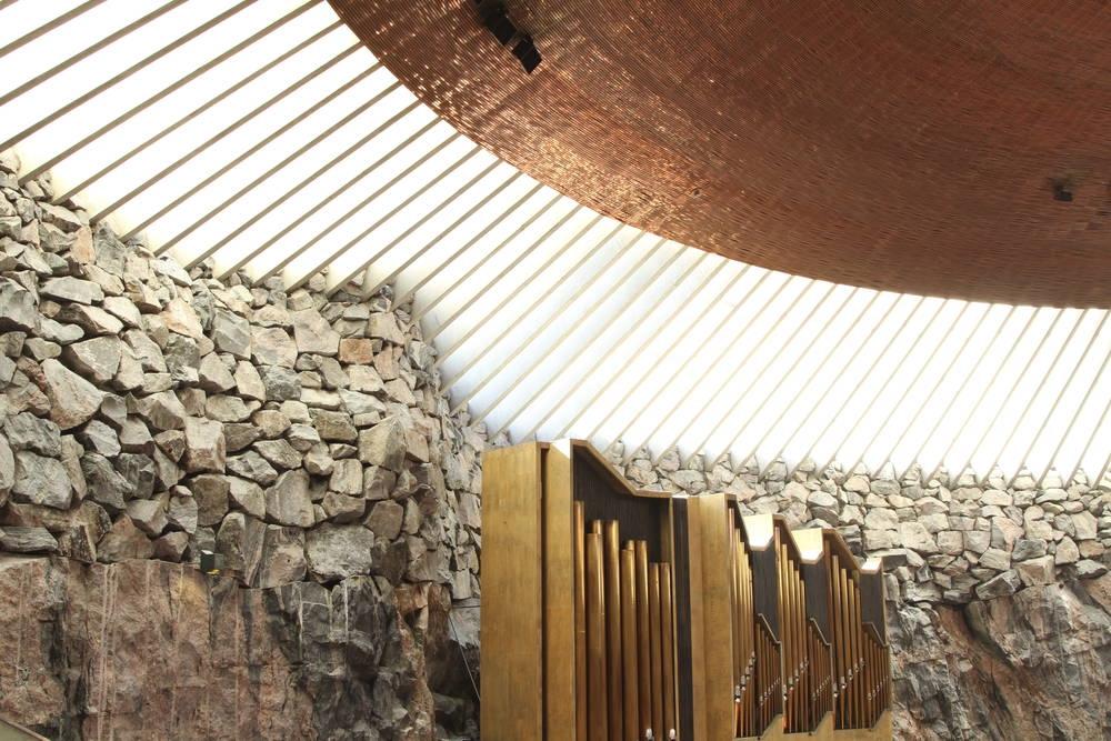 岩肌と共鳴するパイプオルガンの音は、聞く人の耳を虜にする(画像提供:City of Helsinki Media Bank)