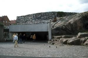 岩に囲まれた入り口が見つかるまで、ぐるぐると岩の周りを一周してしまうことも(画像提供:City of Helsinki Media Bank)