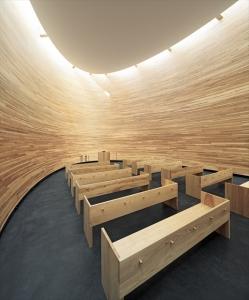 礼拝堂の中は静寂そのもの。フィンランド産の樹木の香りが漂う都会のオアシス(画像提供:K2S Architects Ltd)