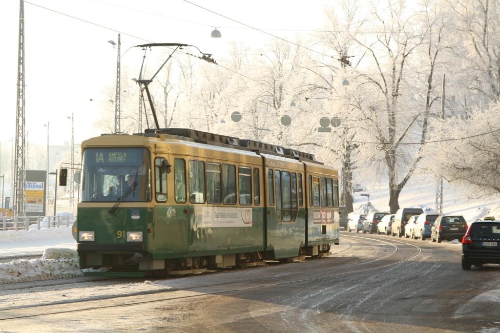 激しい雨や風、あるいはこんな樹氷でキンキンに冷えた日などはトラムがありがたい交通手段です。大雪の日には、遅延が出ることもあります。